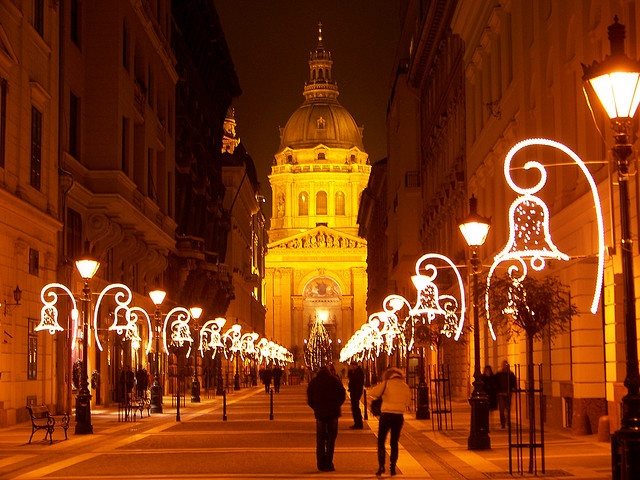 the-zrnyi-street-and-the-basilica-with-christmas-lights-buda