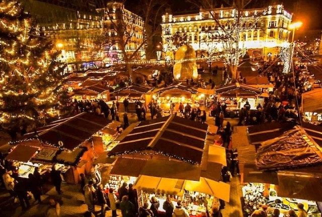 vrsmarty-square-budapest-at-christmas