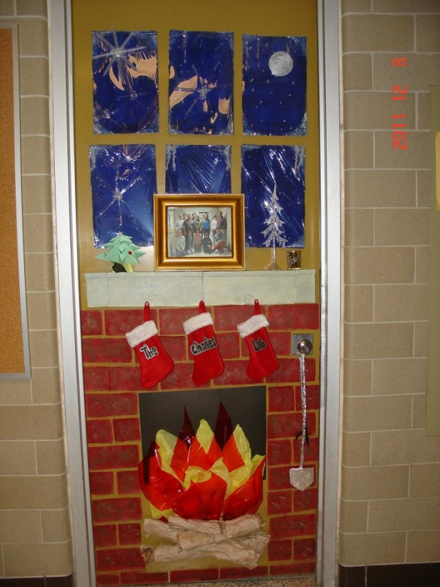 Attractive Door Decorations For Christmas