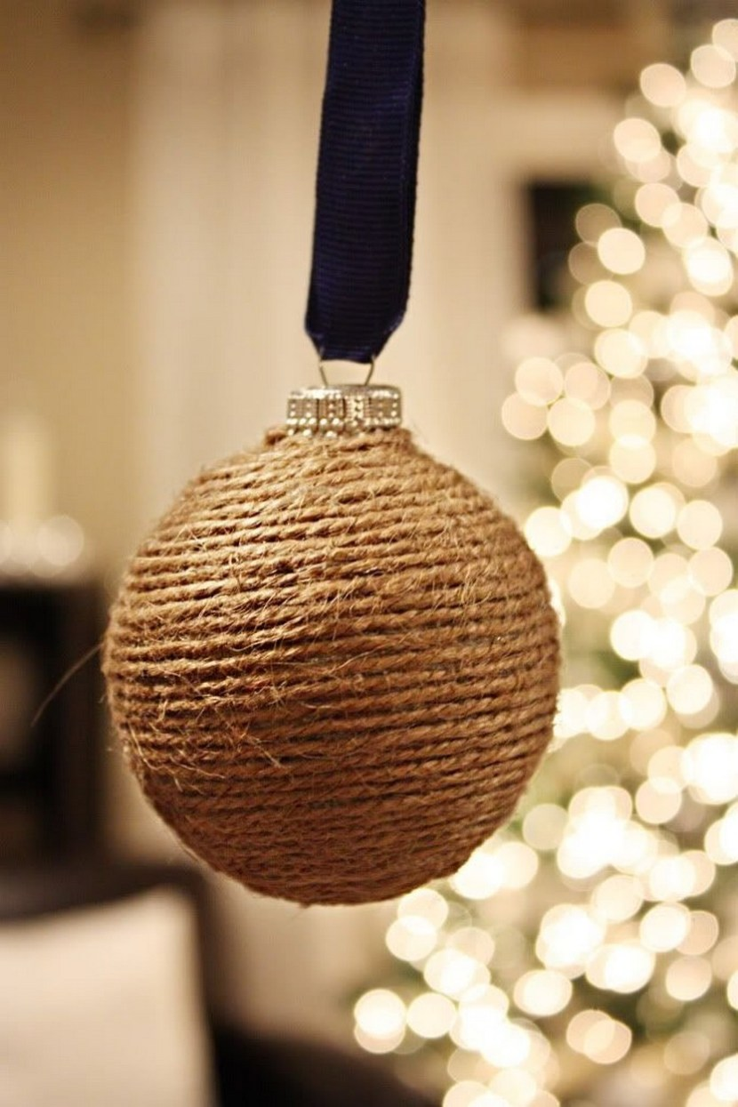 DIY Christmas globe using yarn