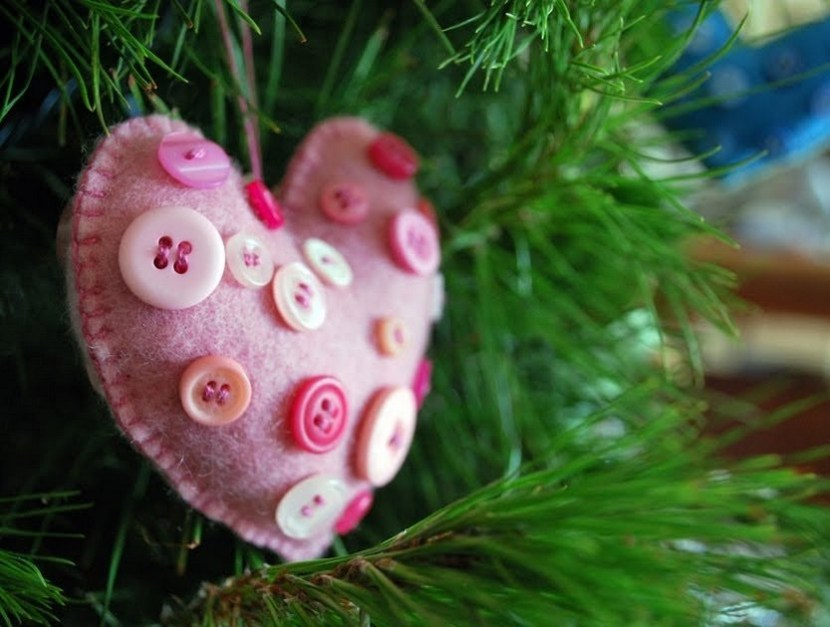 DIY felt heart for Christmas tree