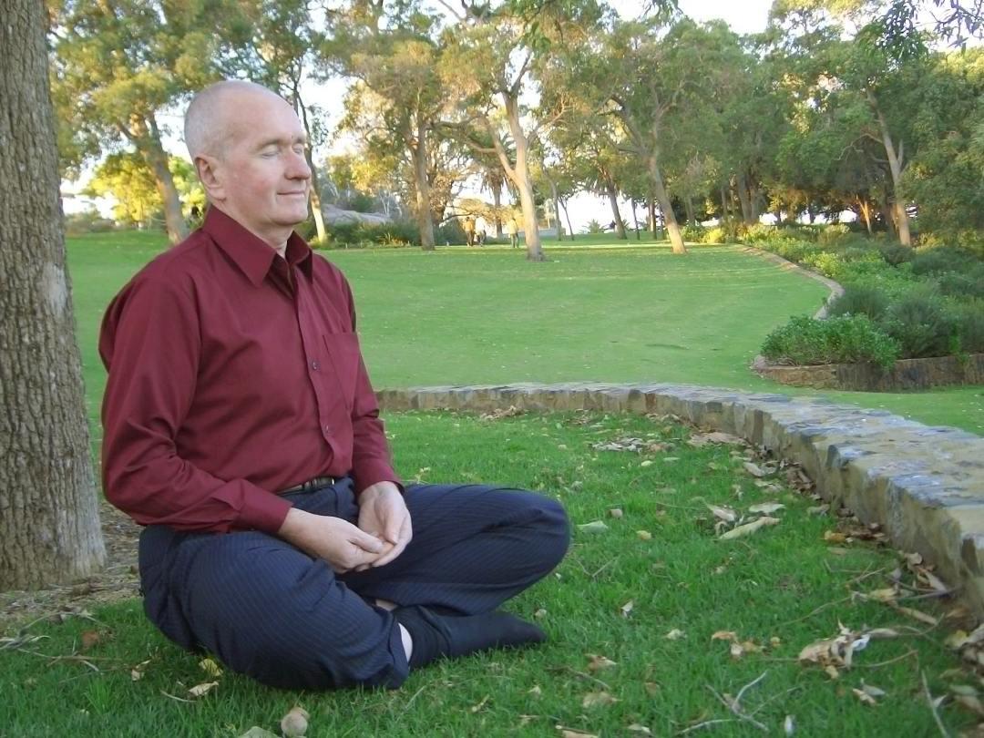 personne âgée et méditation - Apprendre à Méditer : Quel est le Meilleur Âge ?
