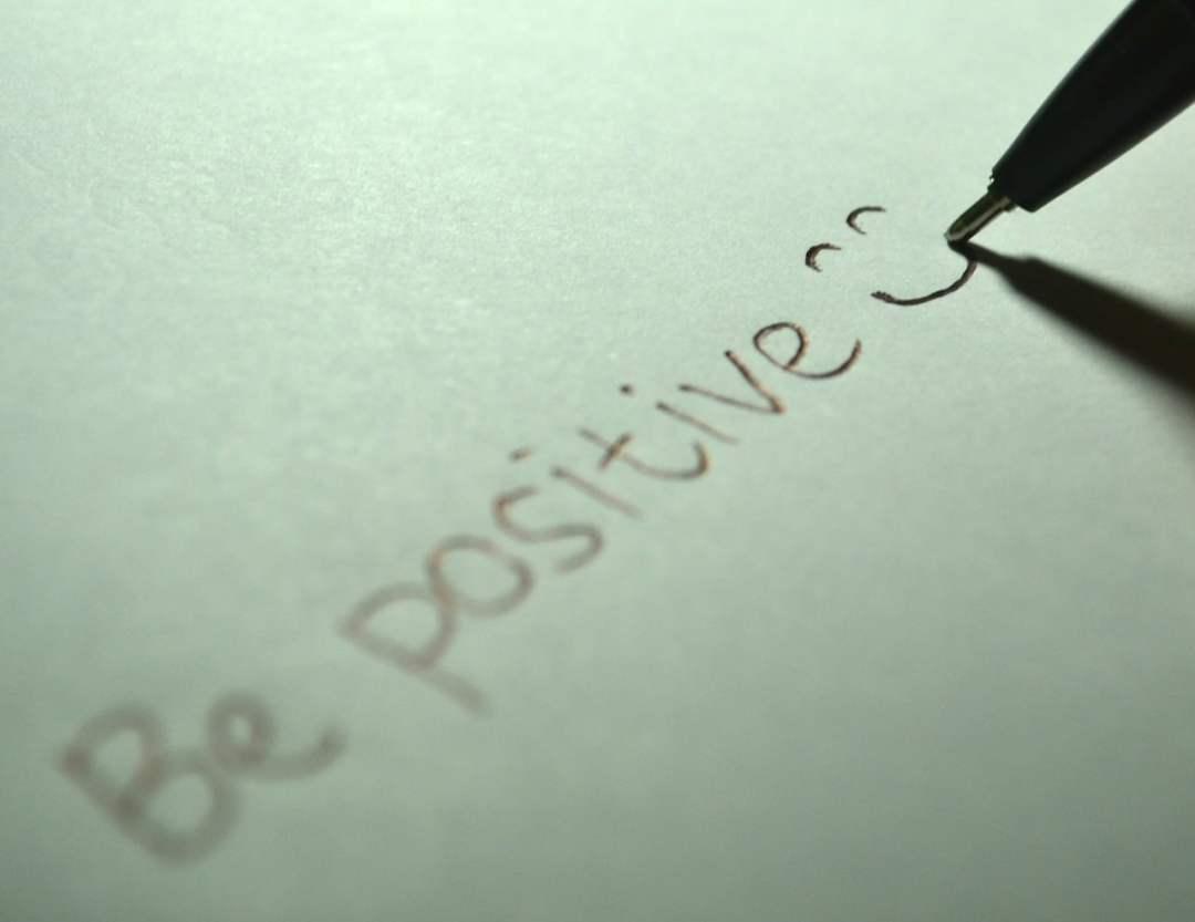 attitude positive - Comment agit la méditation ? Voici 9 effets positifs !
