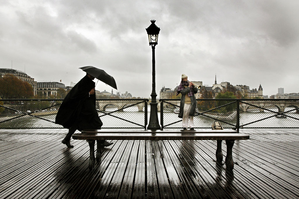 https://i2.wp.com/christophejacrot.com/wp-content/uploads/paris-in-the-rain/21_cj2006parispluie138rsmal2.jpg