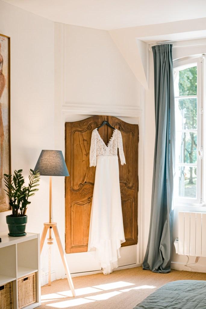 Robe de mariée Fabienne Alagama suspendue au Domaine du Chesney Christophe Lefebvre Photographe mariage Eure