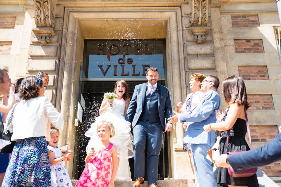 Sortie de la Mairie de Maisons-Laffitte Reportage mariage Christophe Lefebvre Photographe mariage maisons laffitte-33