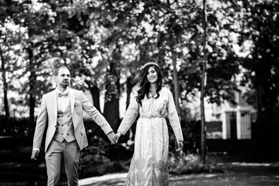 Mariage Franco Marocain Maisons Laffitte Les Jardins de la vieille Fontaine Christophe Lefebvre Photographe Yvelines la mariée le couple noir et blanc