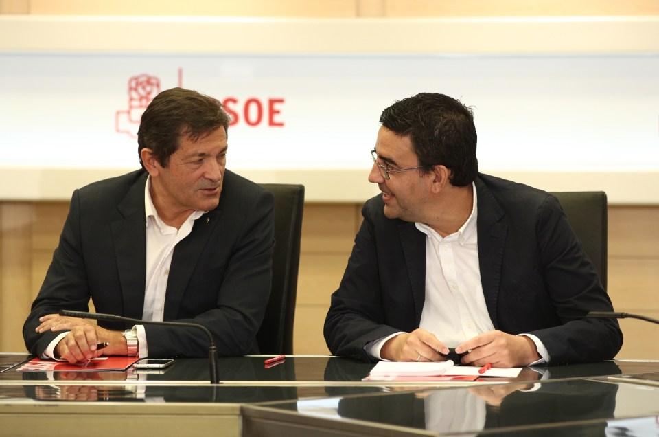Salvar al PSOE de la manera más digna posible.