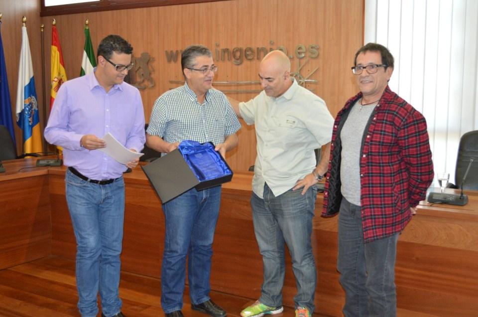 Merecido homenaje a la compañía de teatro «La República».