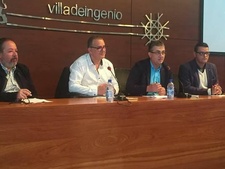 Presentado el libro «En el Azul» de Pedro Padilla.