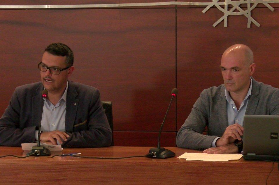 Analizando, en Ingenio, la vinculación entre la economía y la calidad democrática en Canarias.