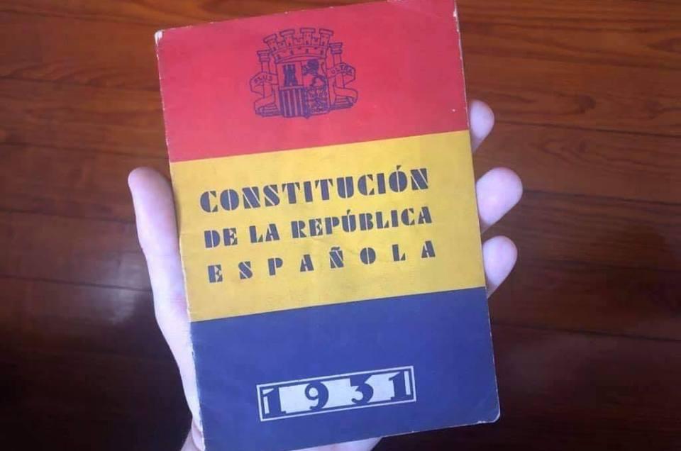 Feliz proclamación de la II República en España.