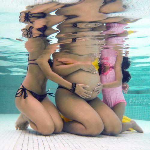 Sesion Fotografica de Embarazo Bajo el Agua de foto para embarazadas en panama