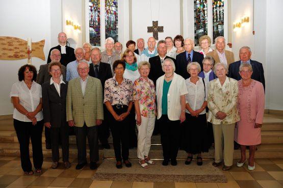 Die Gruppe der Jubelkonfirmandinnen und -konfirmanden im August 2015