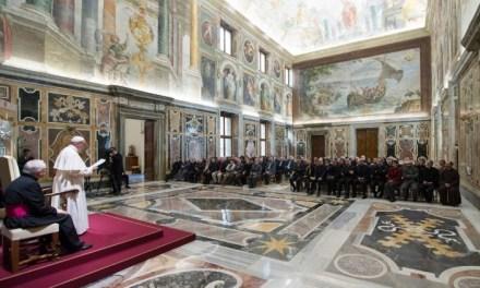 """31 janvier 2018 -Le Pape reçoit la Fondation italienne anti-usure: """"non à une économie qui tue et humilie"""" – Pope Francis: 'Usury humiliates and kills'"""