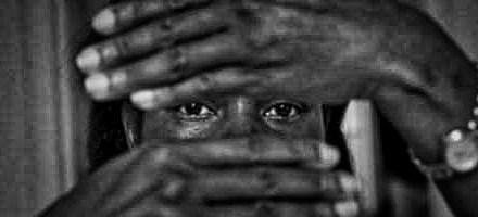 LE MONDE –  Esclavage moderne : 18 mois de sursis pour avoir forcé une adolescente à travailler jusqu'à 18 heures par jour