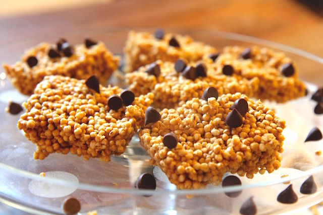 Puffed Quinoa Peanut Butter Squares with Chocolate Chips - Healthy Rice Krispie Treats Alternative! Gluten-Free, Vegan, Dairy-Free, No Refined Sugar - recipe by Christy Brissette, media registered dietitian nutritionist and president of 80 Twenty Nutrition in Toronto and California