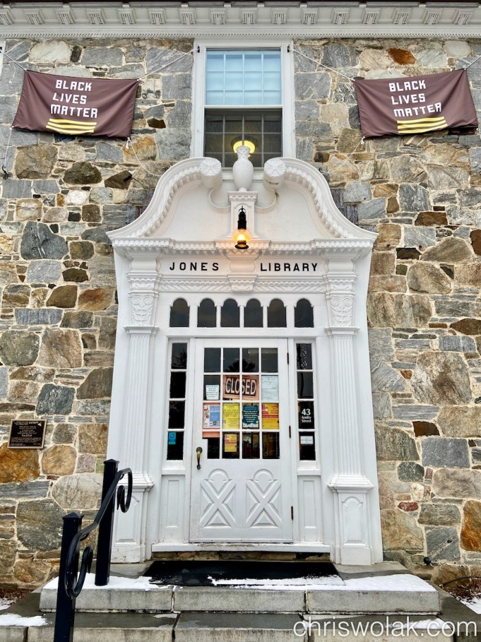 The front door of the Jones Library in Amherst, MA