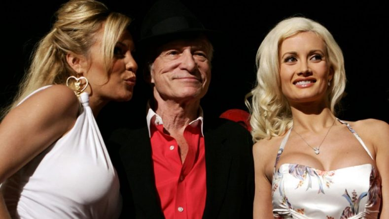 This file photo taken on June 02, 2006 shows Playboy magazine founder Hugh Hefner (C) arriving at party with girlfriends Bridget Marquardt (L) and Holly Madison (R) to celebrate his 80th birthday at Villa Miani in Rome. / AFP PHOTO / Tiziana FABI