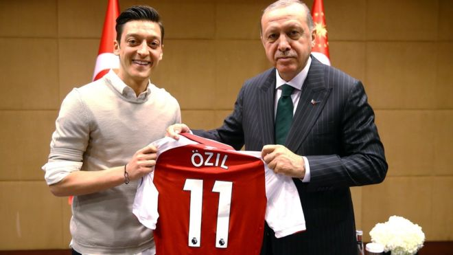 Mesut Ozil presents President Recep Tayyip Erdogan with his Arsenal shirt