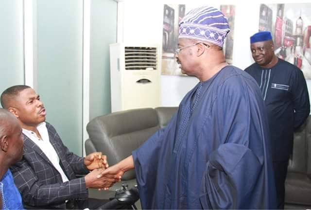 Governor Abiola Ajimobi met with Yinka Ayefele over the demolition of The Music House