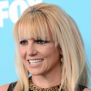 Britney Spears covers her sunken internet-addicted eyes with cakey makeup.