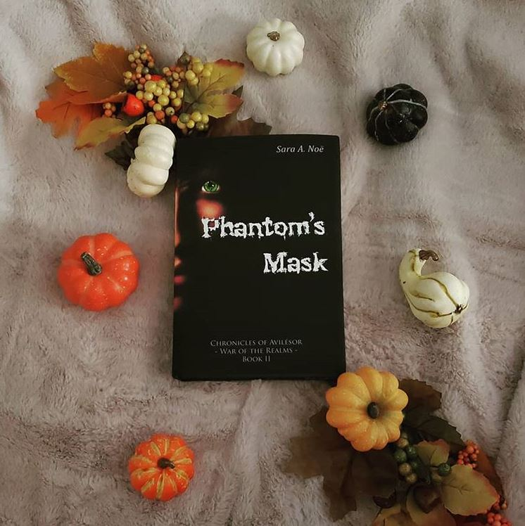 Phantom's Mask #bookstagram by @cmar_reads