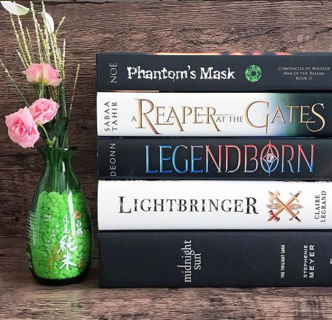 Phantom's Mask #bookstagram by @laurensboookshelf