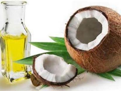Huile de coco : ami ou ennemi de nos cheveux ?