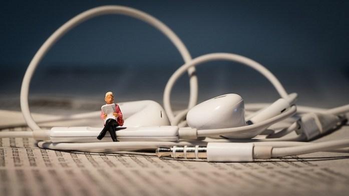 livre-audio-ecouteurs
