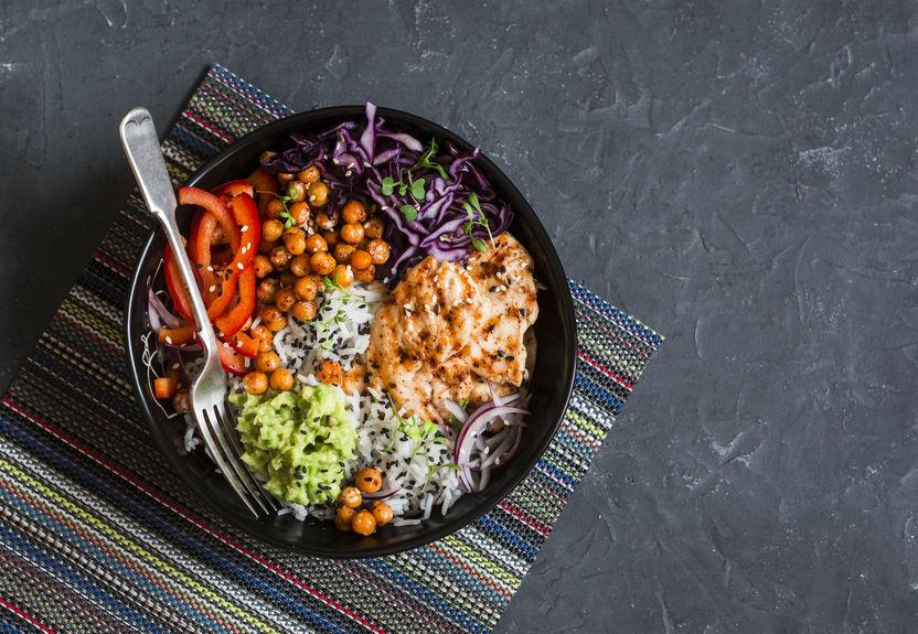 Rééquilibrez votre alimentation en supprimant le sucre et les produits industriels et en revenant à des produits simples : fruits et légumes crus, secs ou cuits. Mettez de la couleur dans vos plats
