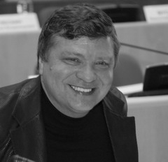 Владимир Симонов уходит в тень по «Гарантии»?