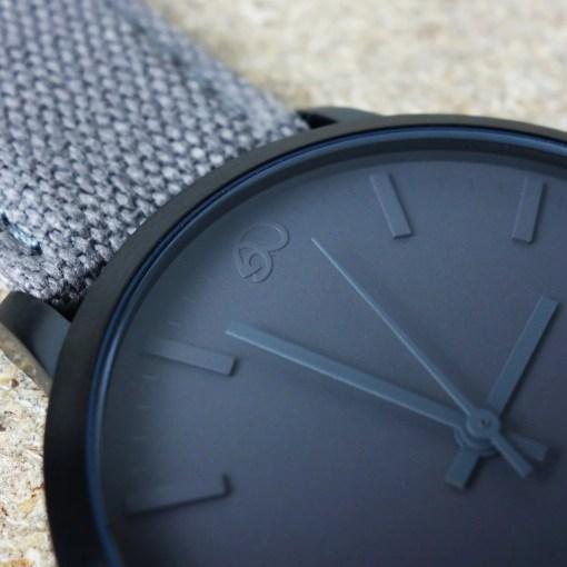 Schlichte Uhr Schwarz grau