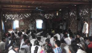 সাজেকের উজো বাজারে সফররত ছাত্র-ছাত্রীদের সাথে মতবিনিময় করা হচ্ছে