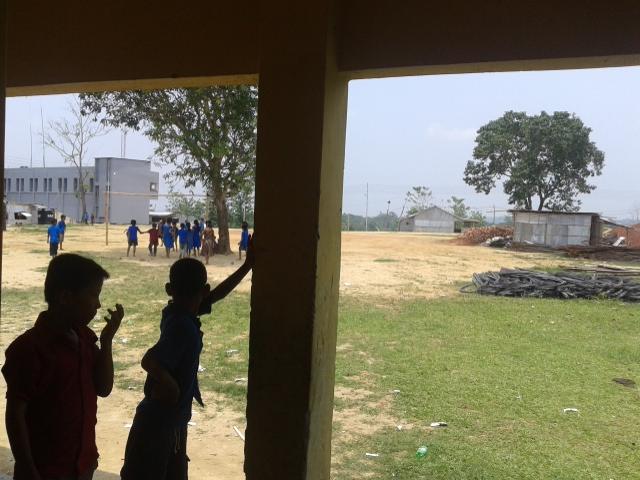 স্কুলের জায়গায় সিমেন্ট ইট বালি লোহা রেখে বিল্ডিং তৈরি করছে বিজিবি