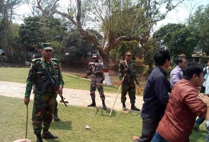# কলেজ ক্যাম্পাসে সেনাবাহিনীর অবস্থান