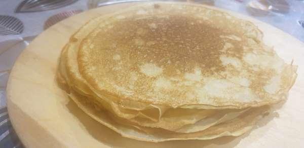 Reseptit Pancakes, jossa on reikää Kefir kanssa hapan maito tai hapan