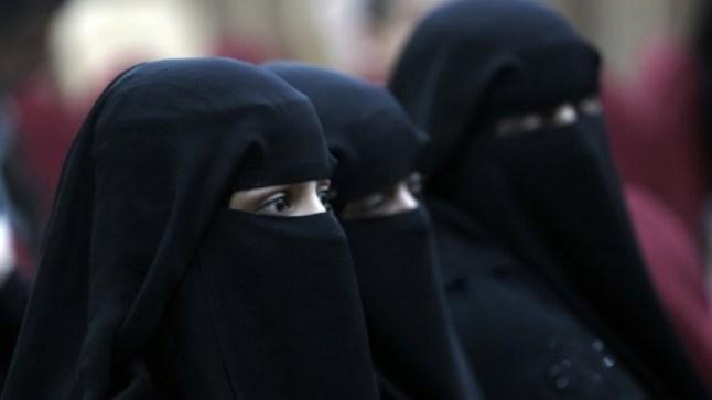 الجزائر تمنع ارتداء النقاب في أماكن العمل بشكل رسمي