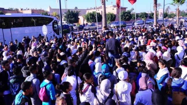 تلامذة المغرب في إحتجاجات صاخبة.. والعثماني يتشبث بالتوقيت الصيفي!