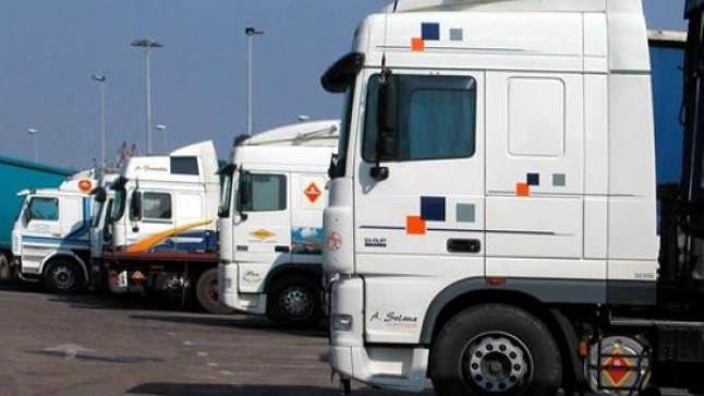 مهنيو النقل غاضبون من مراجعة حمولة الشاحنات..