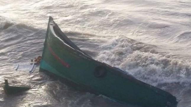 وفاة 3 بحارة إثر انقلاب قارب للصيد بساحل بوجدور..