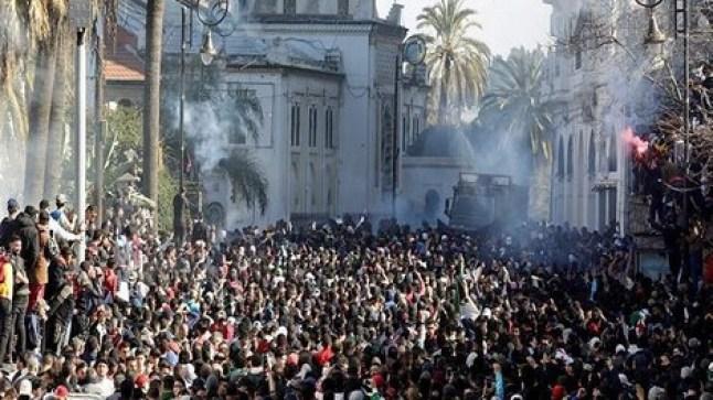 السلطات الجزائرية في حالة استنفار.. وتوقف خدمات النقل بالعاصمة تزامنا مع تجدد الاحتجاجات..