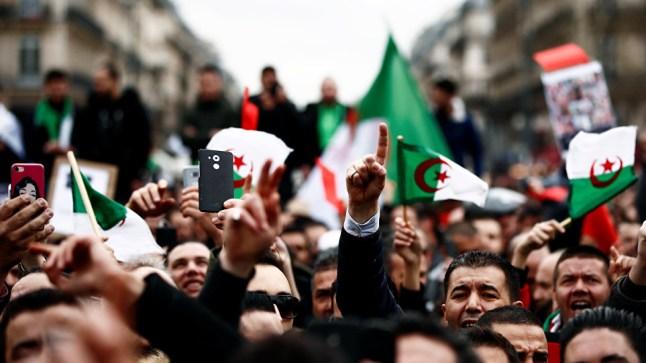 الجمعة التاسعة.. لازال الشعب الجزائري يطالب برحيل بقايا نظام بوتفليقة..