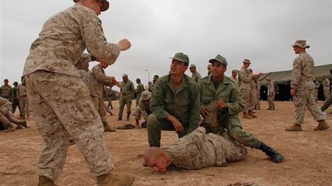 الجيش البريطاني والأمريكي والمغربي في تداريب عسكرية ضخمة بالصحراء..