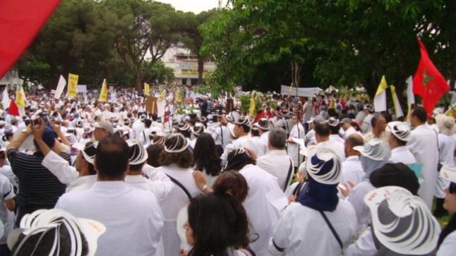الأطباء يعلنون الإضراب والاحتجاج في الشارع..