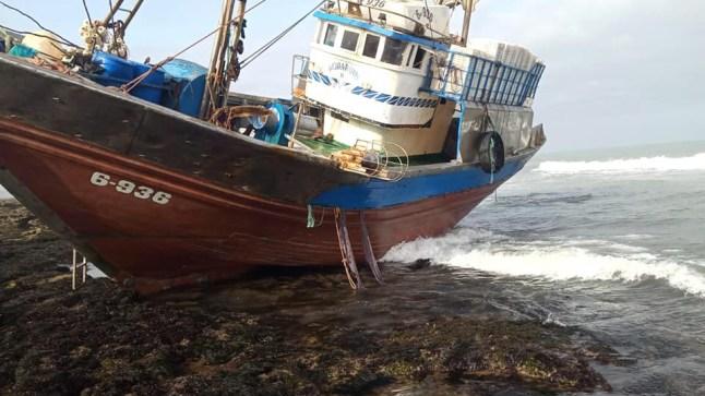 غرق مركب للصيد سواحل الطنطان وإنقاذ 13 بحار