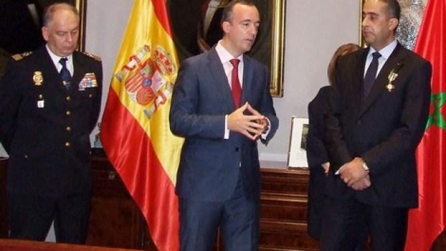مدريد توشح الحموشي بأرفع وسام إسباني للأمن..