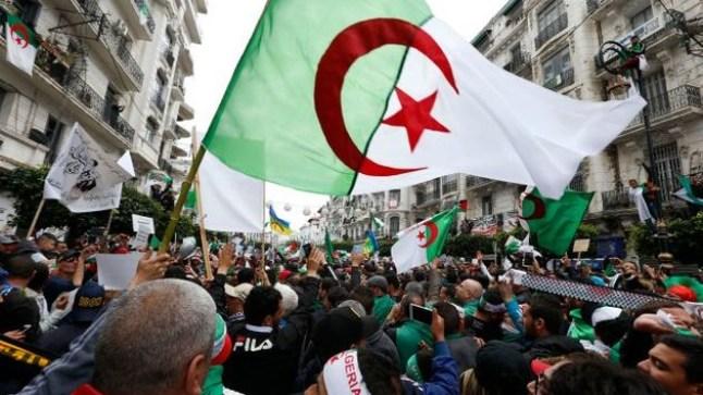 الجزائر لا تزال منتفضة أمام رموز النظام السابق..