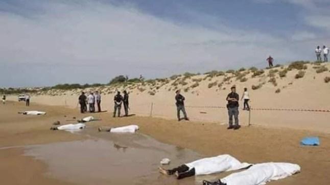 سواحل الداخلة تلفظ جثث مهاجرين سريين بينهم طفل والبحرية تعترض قارباً محملاً بـ80 إفريقي!