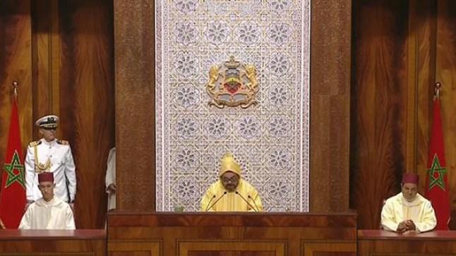 الملك يدعو الأحزاب لنبذ الخلافات والتحلي بروح المسؤولية